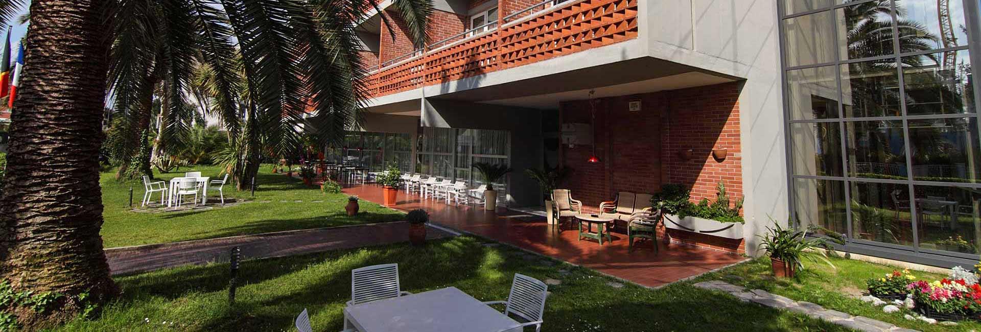Hotel Marina Marina di Massa: Parking - Garden.